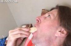 Homo vertoont deepthroat kunstje