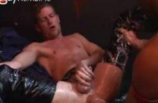 Dit is zijn eerste anal vuist neuk beurt