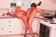 Adult sex in de keuken