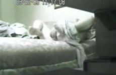 Stiekem worden gefilmd als je lekker ligt te masturberen