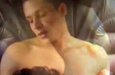 Harde homo sex achter in een limousine