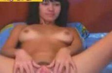 Asian beauty showt haar tieten