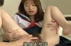Schattig Japans meisje met behaarde kut