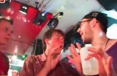 Geile strakke jonge gays gaan los in homo disco