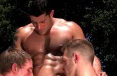 Gay pijp trio in het zonnetje
